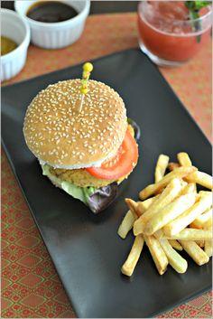 Hambúrguer de quinoa e grão-de-bico - http://gostinhos.com/hamburguer-de-quinoa-e-grao-de-bico/