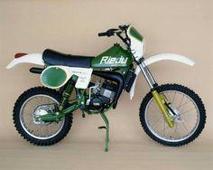 Rieju 49cc Enduro Vintage, Vintage Moped, Vintage Motocross, Motorcycle Dirt Bike, Motorcycle Design, Dirt Biking, Dt Yamaha, Marathon, Heavy And Light