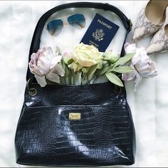 """Vera Wang moc-crocodile bag Simply Vera Vera wang black vegan patent leather bag with gold hardware detailing. Snap closure with front pocket and zipper back pocket  15.5"""" wide and 10.5"""" high strap is approx. 11"""" * Fast shipping * Discounts on bundles Simply Vera Vera Wang Bags"""