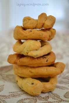 taralli scaldati al finocchietto (scroll down for english) Lamb Burgers, E Piano, Biscotti Cookies, Italian Cookies, Cannoli, Antipasto, Gourmet Recipes, Gourmet Foods, Finger Foods
