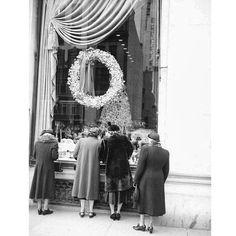 "oldvintagenewyork: ""Ladies watching into a Christmas Department Store window 5th Avenue Manhattan New York City December 1952. #NY #NewYork #NewYorkCity #City #Manhattan #NYC #Vintage #Old"""