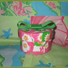 http://www.thepinkpelican.com/craft-colorfully-with-a-lilly-pulitzer-diy-project-for-mom.php
