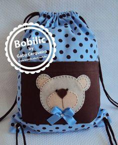 Mochila Ursinho Azul com Marrom Blue Teddy Bear, Organize Fabric, Patch Quilt, Fabric Bags, Kids Bags, Goodie Bags, Baby Sewing, Handmade Bags, Kids And Parenting