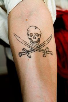 jolly_roger_tatoo_by_gareut-d60mvg7.jpg (600×900)