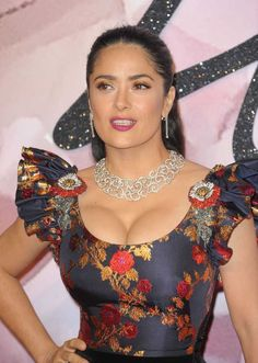 120 Of The Cutest Salma Hayek Pictures! Beautiful Celebrities, Beautiful Actresses, Gorgeous Women, Salma Hayek Body, Salma Hayek Bikini, Salma Hayek Hair, Salma Hayek Pictures, Haut Bikini, Beautiful Girl Indian