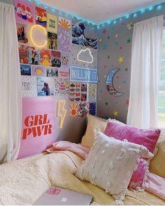 College Bedroom Decor, Room Ideas Bedroom, Bedroom Girls, Master Bedroom, Bedroom Wall Ideas For Teens, Bedroom Furniture, Bedroom Inspo, Neon Sign Bedroom, Bedroom Small