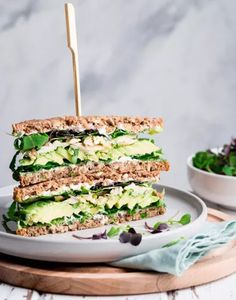 Sandwich avocat poulet et légumes Healthy Sandwiches, Wrap Sandwiches, Plats Healthy, Healthy Snacks, Healthy Recipes, Good Food, Yummy Food, Street Food, Finger Foods
