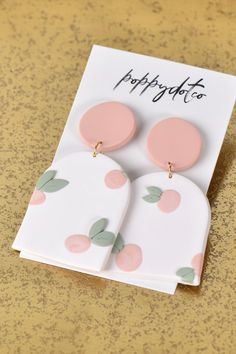 Handmade with polymer clay. Polymer Clay Projects, Polymer Clay Art, Handmade Polymer Clay, Polymer Clay Jewelry, Diy Crafts Clay, Polymer Clay Tutorials, Diy Clay Earrings, Earrings Handmade, Cute Clay
