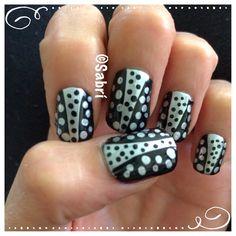 #Manicure of the week: #gothglam! #line #dot #black #silver #simplicity #nailart. #Nails #Uñas #Unghie #Ongles  #Unhas #Nailpolish #Esmalte #Smalto #Émail. #Beauty #Belleza #Bellezza #Beauté #Beleza #Cosmetics #Cosméticos #Cosmetici #produitsdebeaute #fabat40.