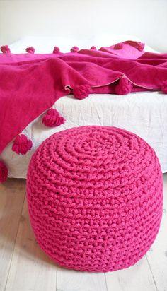 Pouf Crochet thick yarn  Intense Pink por lacasadecoto en Etsy, €85.00