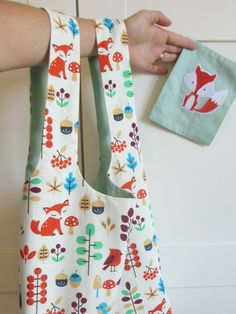 Tuto - Sewing a reusable bag - The Gourdes' workshop - Baby Couture, Couture Sewing, Patchwork Patterns, Sewing Patterns, Bags 2017, Reusable Bags, Textiles, Trends, Crochet