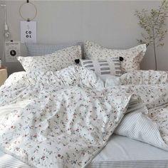 Japanese Simple Bedding Set Rural Little Flower Bedclothes Soft Pure Cotton Duvet Cover Set Dream Rooms, Dream Bedroom, Master Bedroom, Room Ideas Bedroom, Bedroom Decor, Bedclothes, Simple Bed, Duvet Bedding, Comforter Sets