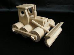Houten speelgoed. Handgemaakte natuurlijke speelgoed gemaakt van hoge kwaliteit hout in Tsjechië, EU. De gecertificeerde speelgoed zijn niet gekleurd, net gewaxt en gepolijst. Heerlijk aangenaam om aan te raken. Ze hebben een mooie retro bochten en perfecte afwerking. Op voorraad www.soly-toys.com bulldozer