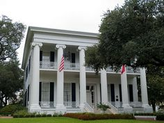 Every Texan needs to visit the Texas Governors Mansion at least once in their life! #TexasTravels #RoadTrips