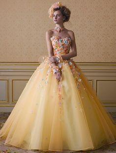 美女と野獣のベルに続け♡2016年春夏のトレンドカラー『シフォンイエロー』のカラードレス10選♩にて紹介している画像 Gala Dresses, Ball Gown Dresses, 15 Dresses, Quinceanera Dresses, Pretty Dresses, Evening Dresses, Formal Dresses, Beautiful Gowns, Beautiful Outfits