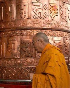 HH the Dalai Lama spinning prayer wheel. Gautama Buddha, Buddha Buddhism, Buddhist Monk, Tibetan Buddhism, Nepal, Tibetan Symbols, 14th Dalai Lama, Buddhist Philosophy, Tibet