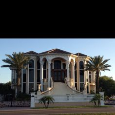 Big house :) on the water @Lorelei Altoehl Diamond  this Is so pretty!