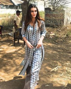 Ohh.....Kriti is looking good today!Love her dress!