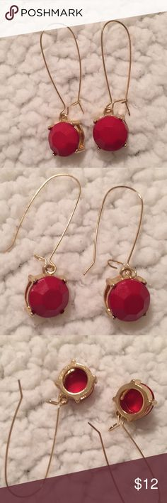 🆕 NWOT Charming Charlie Red Dangle Earrings Red dangle earrings from Charming Charlie's. Taken off the packaging but never worn! Charming Charlie Jewelry Earrings