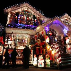 A house is seen decorated with Christmas lights in the borough of Queens in New York December 22, 2010. REUTERS/Shannon Stapleton (UNITED STATES - Tags: SOCIETY RELIGION)
