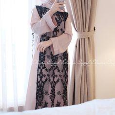 Image may contain: one or more people Islamic Fashion, Muslim Fashion, Modest Fashion, Kebaya Muslim, Muslim Dress, Hijab Dress Party, Hijab Outfit, Kebaya Simple, Abaya Fashion