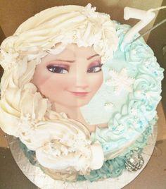 Elsa braid cake, Elsa plait cake, Frozen cake, Frozen party ideas.