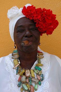 Cuba - La Habana Beautiful women of Cuba♡ Cuban Women, Havana Cigars, Havana Nights Party, Cuban Party, Cuban Culture, Women Smoking Cigars, Jewelry Wall, Vintage Black Glamour, Thinking Day