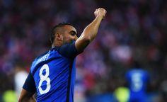 La France l'emporte 3-2 face au Cameroun grâce à un dernier coup-franc de Dimitri Payet ! Un but de Giroud pour ouvrir le score un but de Matuidi sur un centre de Coman pour le second but francais !!!!! Et un sublime coup franc de Payet !!!