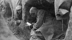 """La vida en las trincheras fue resumida por la frase que más tarde llegó a ser bien conocida: """"Meses de aburrimiento interrumpidos y de terror extremo."""""""