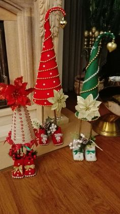 Easy Christmas Ornaments, Gold Christmas Decorations, Mini Christmas Tree, Christmas Paper, Simple Christmas, Christmas Wreaths, Christmas Projects, Holiday Crafts, Rabbit Crafts