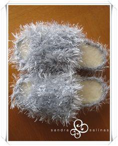 Pantuflas en gris con suela