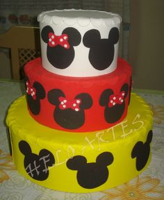 bolo fake minnie E Mickey #bolofakeminnie #bolominnie #festaminnie #minnie Bolo Fake Minnie, Birthday Cake, Desserts, Food, Pink Bows, Candy Table, Cake Ideas, Red Roses, Cake Toppers