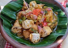 Tahu gejrot Ground Meat Recipes, Tofu Recipes, Asian Recipes, Vegetarian Recipes, Snack Recipes, Cooking Recipes, Healthy Recipes, Ethnic Recipes, Asian Foods
