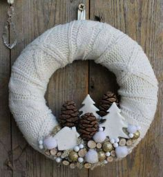 8 white Christmas crowns that you can make yourself! 8 white Christmas crowns that you can make yourself! Wreath Crafts, Diy Wreath, Christmas Projects, Holiday Crafts, White Wreath, Christmas Makes, Noel Christmas, Winter Christmas, Christmas Ornaments