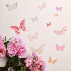 Love Mae butterfly muursticker