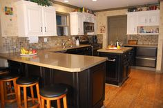Kitchen Cabinets: Cincinnati Cabinet Finishing for Your Home – Kitchen Solutions – Hazir Site Kitchen Solutions, Kitchen Redesign, Oak Kitchen, Trendy Kitchen Tile, Home Kitchens, Update Kitchen Cabinets, Kitchen Table Makeover, Updated Kitchen Designs, Kitchen Design