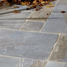 Pure paving stones from vintage sandstone 'Cragstone' Outdated York-PAVIN … Vintage sandstone pure paving stones 'Cragstone' Outdated York-PAVING SLABS # Paving Ideas, Path Ideas, Garden Paving, Garden Paths, Garden Slabs, Outdoor Paving, Garden Landscaping, Patio Slabs, Patio Stone