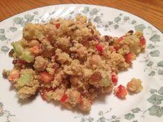 Salade de couscous à la marocaine du livre 3 fois par jour. Recette: 1tasse couscous+1tasse eau,cuire.1tasse piments rouges 1tasse céleris,3/4 tasse raisins secs,1tasse pois chiches. Sauce:1/2tasse huile,1/4tasse sirop érable,jus d'1 citron,sel poivre,1/2c.à.thé curcuma et idem cumin,1/4 c.à.thé cannelle moulu,1/2 tasse amandes *passer au robot. Ajouter raisins, légumes en petits cubes et pois chiches+sauce au couscous et déguster! Succulent comme goût!