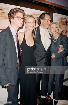 blythe-danner-gwyneth-paltrow-bruce-paltrow-jake-paltrow-picture-id110427450 (395×612)