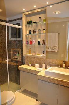 Banheiro com pastilhas de vidro de Banheiro de Serra Vaz - Viva Decora