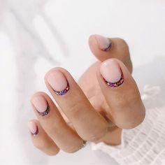 15 tendances de manucure pour cet hiver 2019/2020 - Planity - Le Mag Gradient Nails, Rainbow Nails, Gel Nails, Nail Polish, Galaxy Nails, Minimalist Nails, Nail Art Saint-valentin, Reverse French Manicure, French Manicures