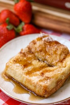 Overnight French Toast Bake - this layered breakfast recipe has layers of Texas toast, cinnamon, sugar, brown sugar and eggs! YUM!