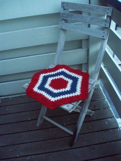 Seat rug, crocheted and felted chair mat, seat pad, Norwegian flag -convo me for your country or sports team colours! Norwegian Flag, Chair Mats, Seat Pads, Crocheting, Home Goods, Knit Crochet, Colours, Wool, Blanket