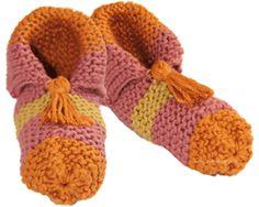 pantuflas tejiendoperu.com Knitting Stitches, Knitting Socks, Knitting Patterns, Knitted Slippers, Slipper Socks, Baby Booties Knitting Pattern, Dyi Crafts, Baby Patterns, Crochet Yarn