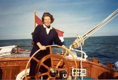 I'm not really pro (or against) monarchy, but I really like this old picture of Queen Beatrix. Doesn't she look like a tough cookie? Sail away Queen B!