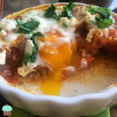Dietetyczne przepisy: Jajka zapiekane w pomidorach Mashed Potatoes, Eggs, Breakfast, Ethnic Recipes, Food, Whipped Potatoes, Morning Coffee, Smash Potatoes, Essen