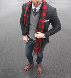 New Year's resolution: wear more buffalo plaid. Scarf: @llbean Signature Sweater/Shirt: @jcrew Blazer: @bonobos Chukkas: Alden 6 eyelet @needsupply Tie/Pocket Square: @thetiebar Belt: @tannergoods Denim: RRL @ralphlauren