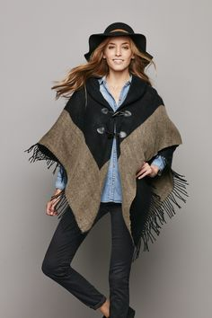 8106413cdb As warm as a jacket with the flair of a shawl