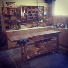 ericervinwoodwork:  a clear workspace makes a clear head  Great workshop!