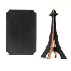 Tour Eiffel en carton en deux tailles : la Tour Eiffel Géante et la Tour Eiffel XXL
